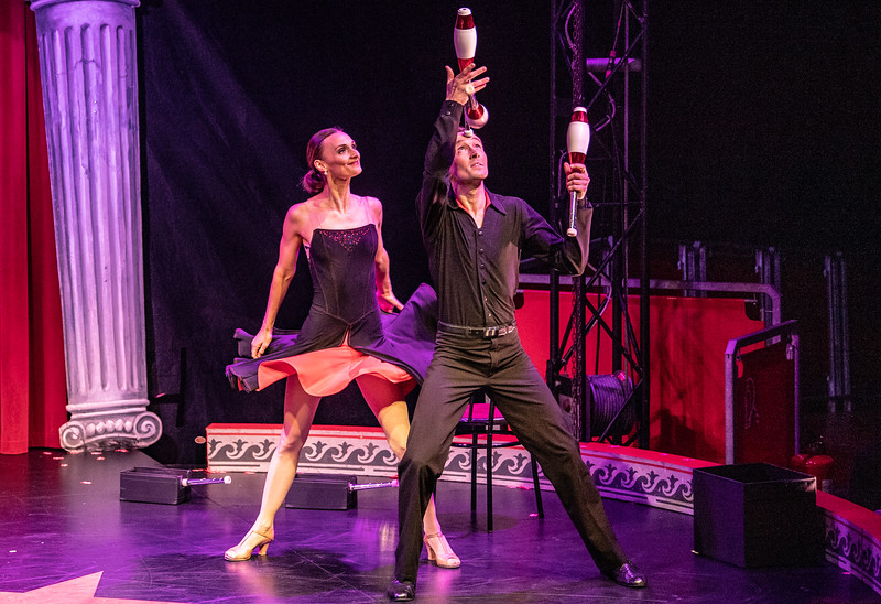 Den hollandskfødte Menno van Dyke og den franske Emily Weisse tager kegler på deres stil og passion