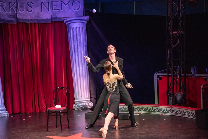 Menno og Emily - det romantiske møde mellem jongløren og ballerinaen...