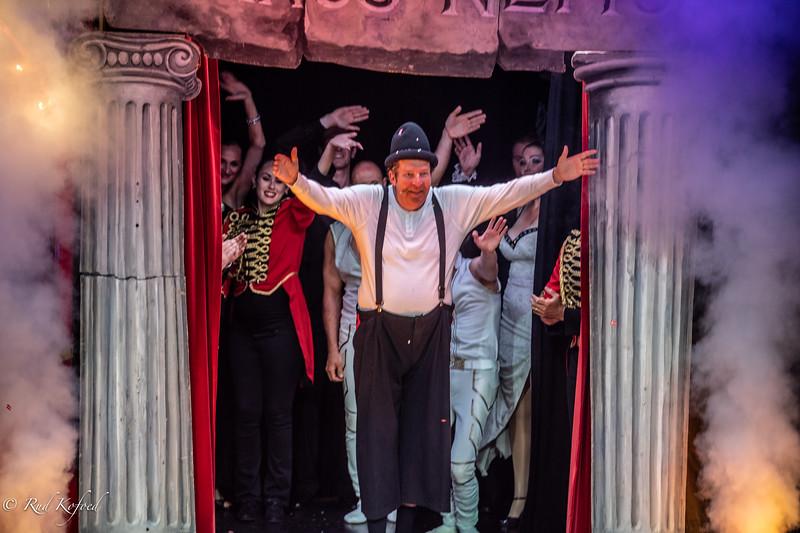 Tak allesammen - cirkuspoeten og -jubilaren Søren Østergaard hyldet med stående bifald, der ingen ende ville tage