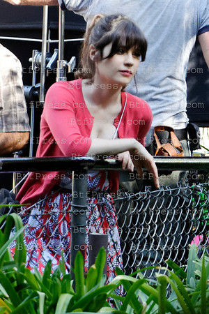 "Zooey Deschanel during the set of the TV series "" New Girl "" at the Los Angeles Zoo in California."