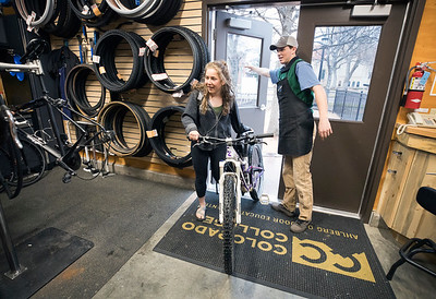 Sabrina Chalmers '21 stopped by the Ahlberg Outdoor Education Center to get help with fixing her bike's brakes at the Bike Co-op.