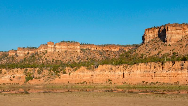 The iconic Chilojo Cliffs in Gonarezhou NP, Zimbabwe. © Daniel Rosengren