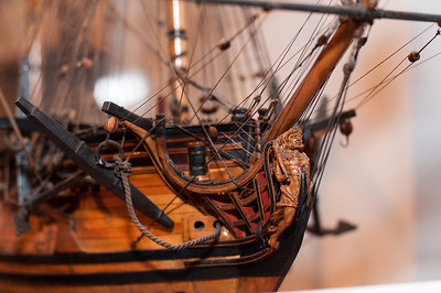 2009-10-03 - USNA Museum - 028 - British 6th Rate 20-Gun Ship of 1728 (figurehead) - _DSC7407
