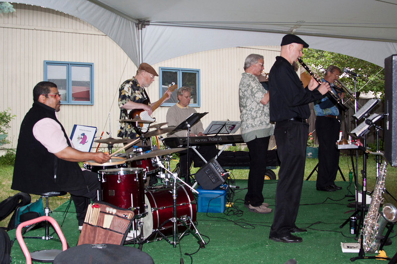 Friday night at the zoo music.........the Snapping Turtles Swing Band.