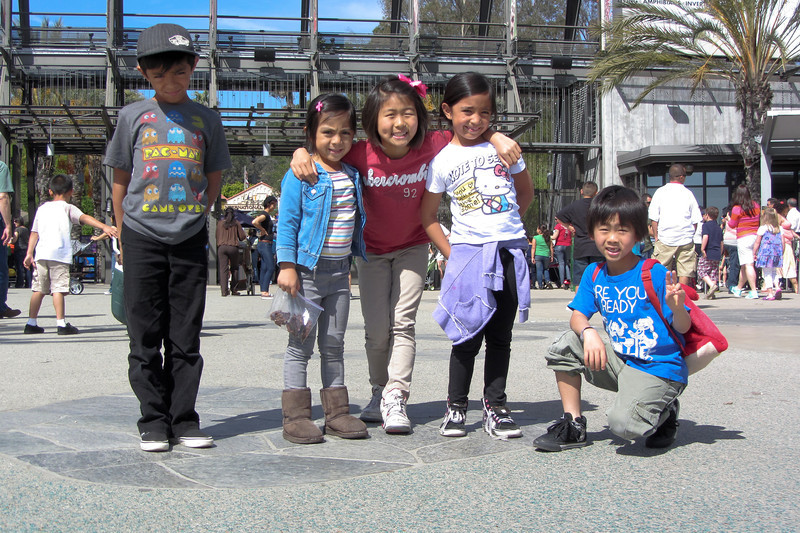 Xander, Lexi, Jojo, Leilani, & Sebastian at the entrance to the LA Zoo.