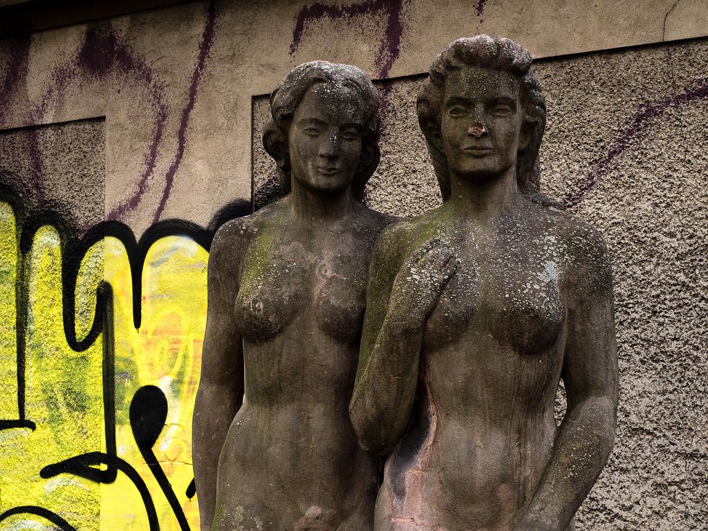 Zwei Menschen weiblichen Phänotyps