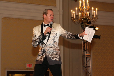 Carson Kressley helped with the live auction.