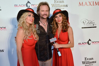 Maxim staff interview Travis Tritt.