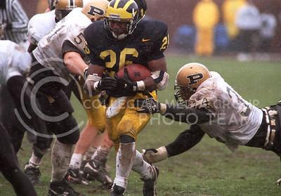 Michigan's Ed Davis runs with the ball during Michigan's 5-0 win over purdue on a snowy Saturday, 11-11-95 in Ann Arbor.