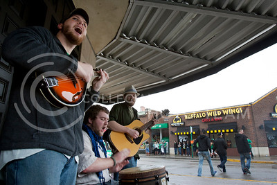 Folk covers of popular songs were heard as a band played music outside of The Dusty Bookshelf Satuday afternoon.   (Photo by Evert Nelson | Collegian)