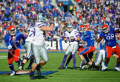 (Photo by Parker Robb | Collegian)  Redshirt freshman Glenn Gronkowski catches a pass from junior quarterback Jake Waters before running it in for K-State's third touchdown of the day during the second quarter of the annual Sunflower Showdown Saturday in Memorial Stadium in Lawrence. The Wildcats beat the Kansas Jayhawks 31-10, bringing their current win streak in the series against their intrastate rivals to five.