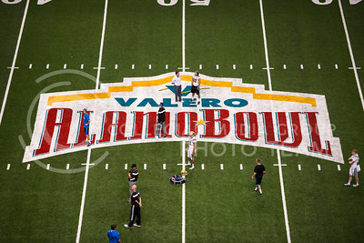 Over 60,000 people attended the 2015 Valero Alamo Bowl game against UCLA at the Alamo Dome in San Antonio on Jan. 2, 2015.  (Rodney Dimick | The Collegian)