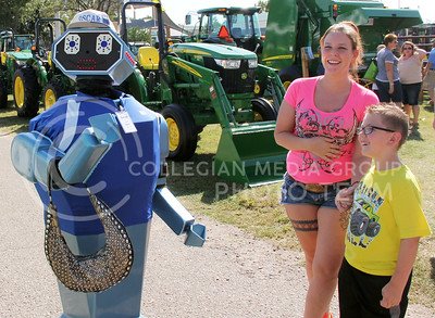Oscar the Robot holds on to Brooke Hosler's purse at the Kansas State Fair in Hutchinson this Saturday. (Vail Moshiri | The Collegian)