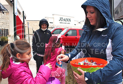 Shelbi Stous, Manhattan resident, gives candy to trick-or-treaters at the Westloop Bewitching event on Oct. 30, 2015. (Miranda Snyder | The Collegian)