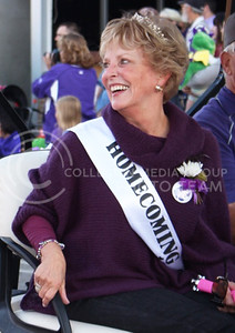 Susan Schwab Herman, K-State Homecoming queen in 1967, rides in the Homecoming Parade through Aggieville on Oct. 16, 2015. (Miranda Snyder | The Collegian)