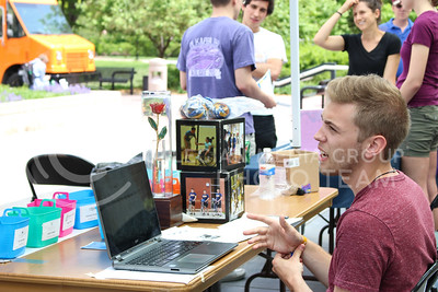 In Bosco Plaza, Andrew Nation, junior in athletic training helps Pi Kappa Phi raise money for the 2016 War of Roses event on April 26, 2016. (Jessica Robbins | The Collegian)