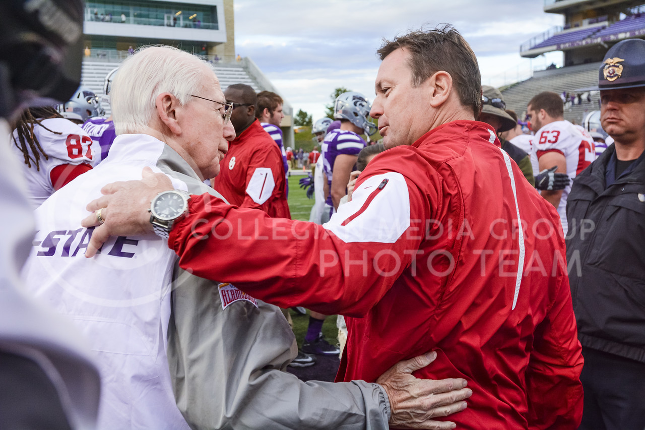 Oklahoma head coach Bob Stoops embraces K-State head coach Bill Snyder following the No. 19 Sooners' 55-0 throttling of the Wildcats Oct. 17, 2015, in Bill Snyder Family Stadium. (Parker Robb | The Collegian)