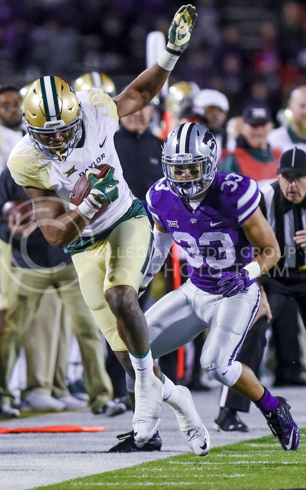 Baylor wide receiver Jay Lee dances along the out of bounds line after passing K-State senior defensive back Morgan Burns as he rushes down the sideline after a catch as Baylor attempts to add to its 24-10 lead early in the fourth quarter of the Wildcats' 24-31 loss to the No. 2 Bears Nov. 5, 2015, in Bill Snyder Family Stadium. (Parker Robb | The Collegian)