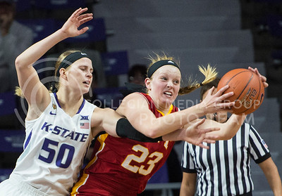 Sophomore guard Shaelyn Martin stretches to stop the ball from Pitt State senior forward Kylie Gafford.  The Cats struggled to bring in a win against Pitt State with a score 58-50.  (Rodney Dimick | The Collegian)