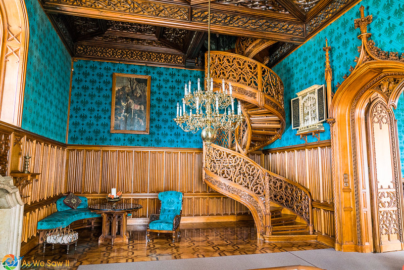 Lednice staircase carved from one oak tree, blue walls in contrast