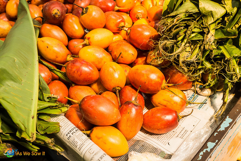 A boxful of tree tomatoes,also known as tomates de arbol.