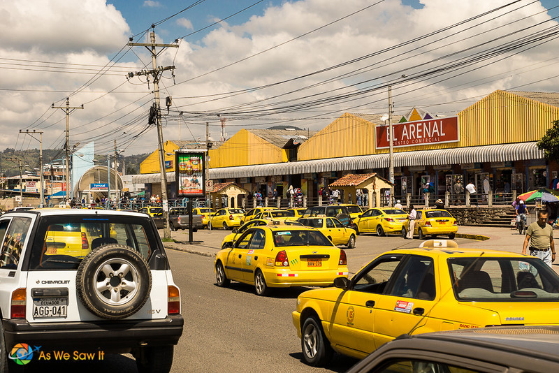 Taxis in front of El Arenal, also known as Feria Libre