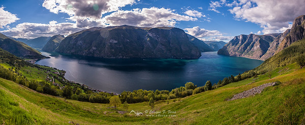Fiordo de Aurland, Noruega