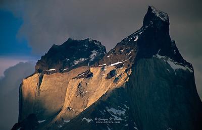 Pico Central de los Cuernos del Paine al atardecer, Cuernos del Paine, P.N. Torres del Paine, Patagonia, Chile