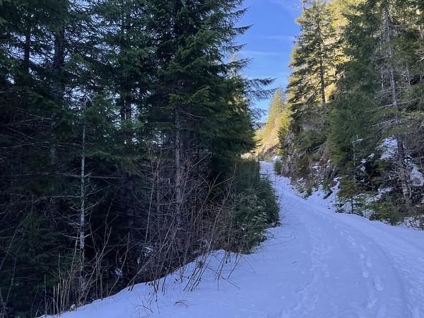 Crossing the very snowy FS 27-100