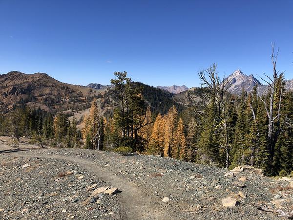 Trail leading down from Navaho Peak