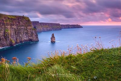 Hechizado por los acantilados de Moher, Galway, Rep. Irlanda