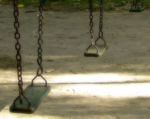 Empty swings in soft focus and morning light (20080727_10172)