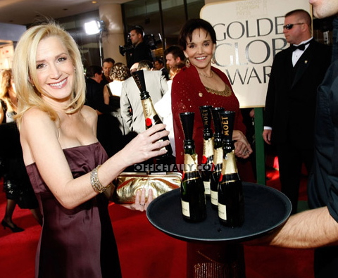 Angela Kinsey Golden Globes