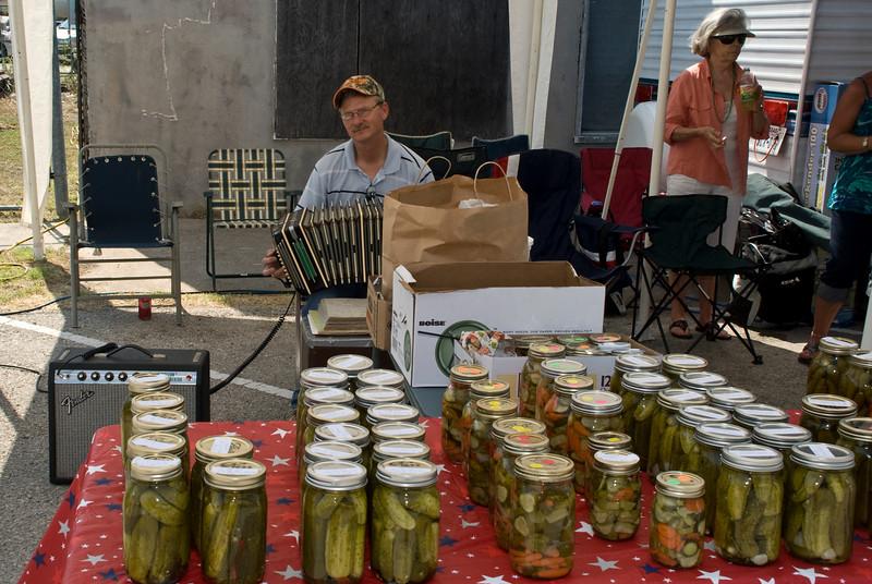 2009 Bremond Polski Dzien - Jimmy Mazurkiewicz working the Polish Dill Pickle booth