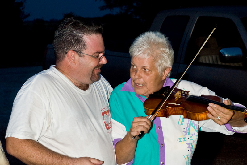 Brian Marshall get a fiddle playing lesson from Vivian Meleski