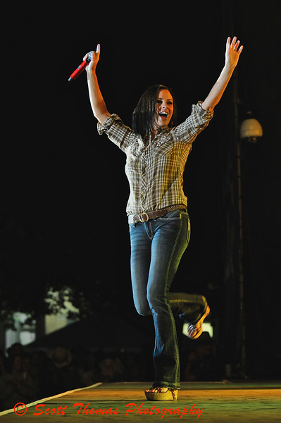 Sara Evans performing Suds in a Bucket during her concert at the New York State Fair on August 27, 2009.