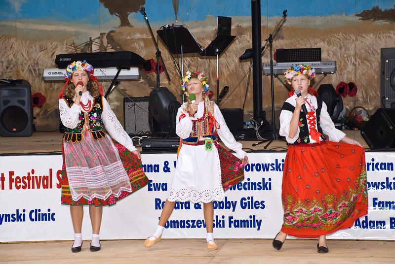 Our Lady of Czestochowa children singing folk songs