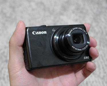 Canon S90 IS and my fingerprints
