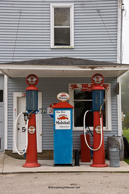 Architecture/Gas-Stations/Ernie's Diamond Service Station, Filmore County, Minnesota