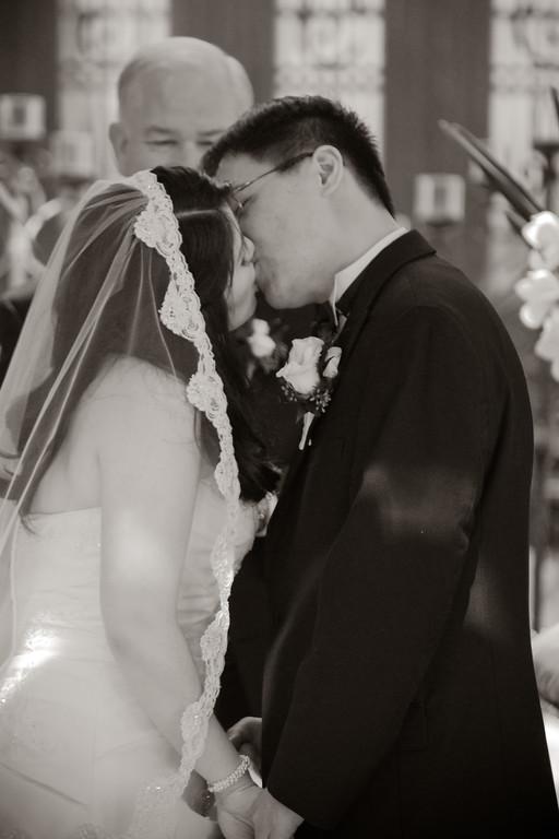tivoli terrace wedding photo, wedding kiss,
