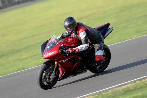Yamaha R1 - Red