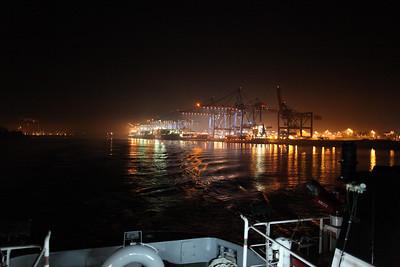 2009 02 14 Osaka Express kommt nach Hamburg in den Hafen