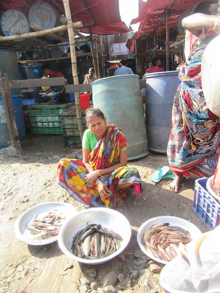 038_Dhaka. Rail Tracks Activities. Fish Market.JPG