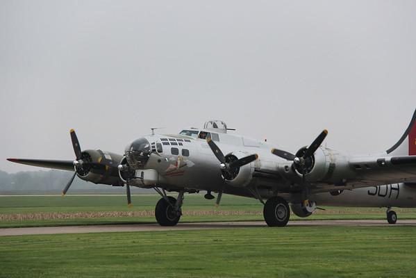 2016-04-28 Kare 9 Davenport Airport B-17
