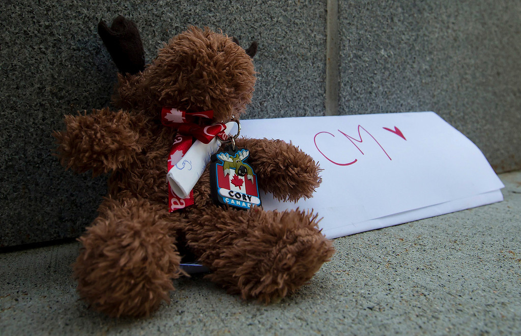 . A stuffed moose and a note were left at a memorial for Canadian actor Cory Monteith outside the Fairmont Pacific Rim Hotel where he died in Vancouver, B.C., on Sunday July 14, 2013. Monteith\'s body was found in a room at the hotel Saturday. (AP Photo/The Canadian Press, Darryl Dyck)