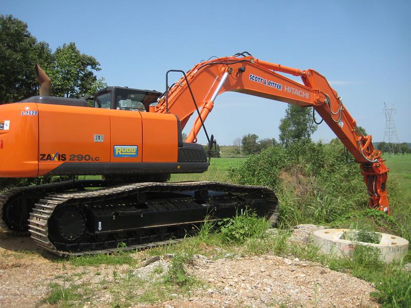NPK GH12 hydraulic hammer (sn 103984) on Hitachi excavator (2).jpg