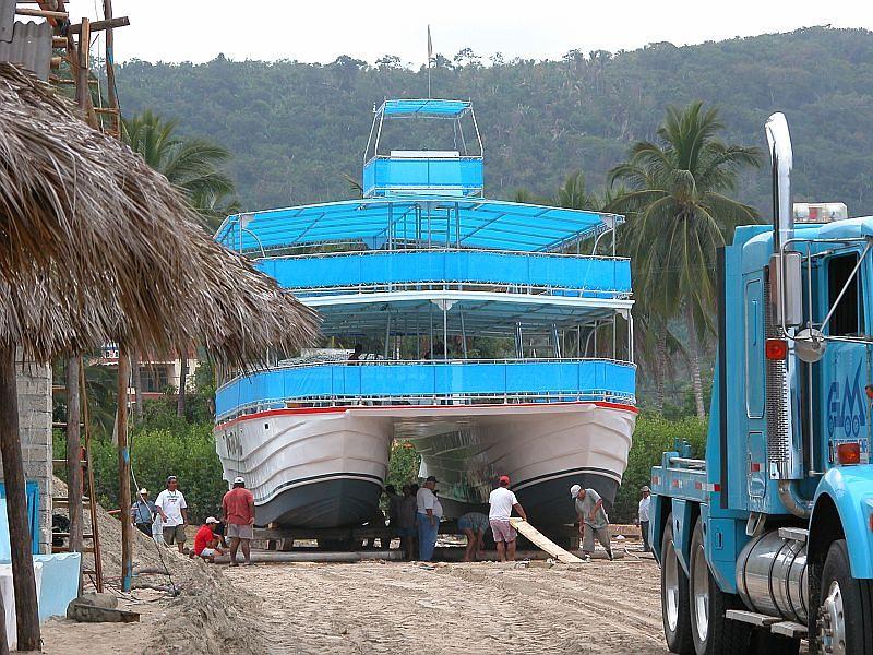 boats - Gran Fiesta launching 02.jpg