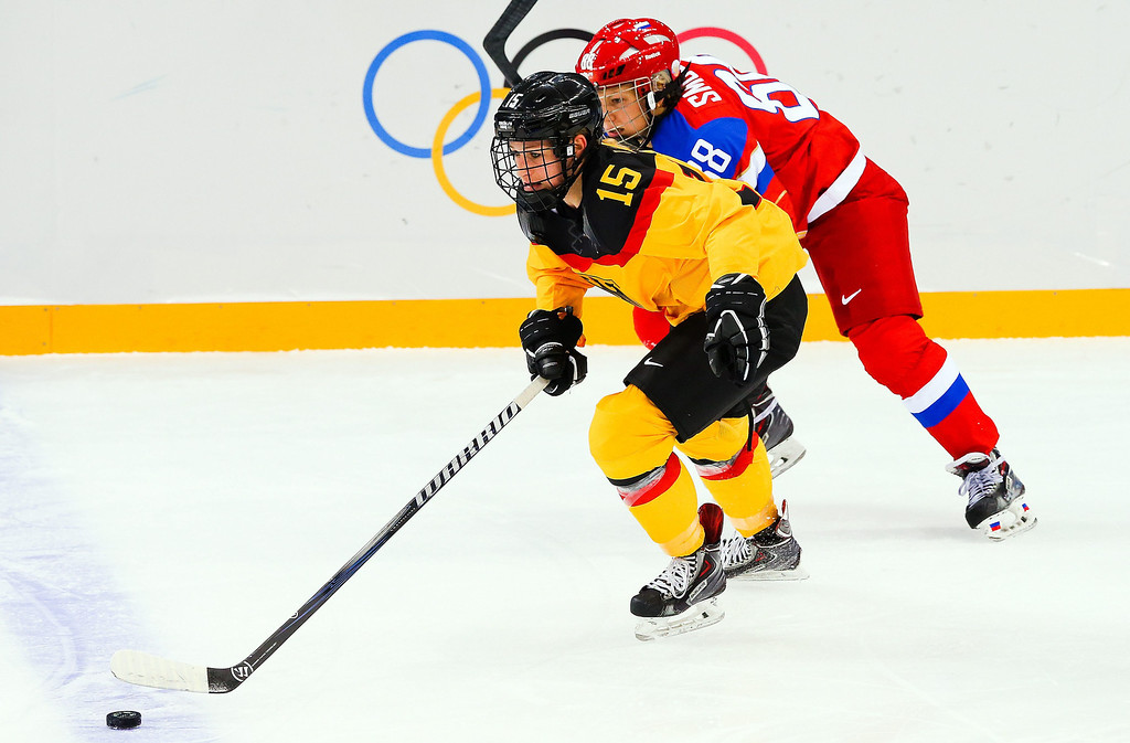 . Andrea Lanzl (L) of Germany in action against Yekaterina Smolina (R) of Russia during the women\'s match between Russia and Germany at the Shayba Arena in the Ice Hockey tournament at the Sochi 2014 Olympic Games, Sochi, Russia, 09 February 2014.  EPA/SRDJAN SUKI
