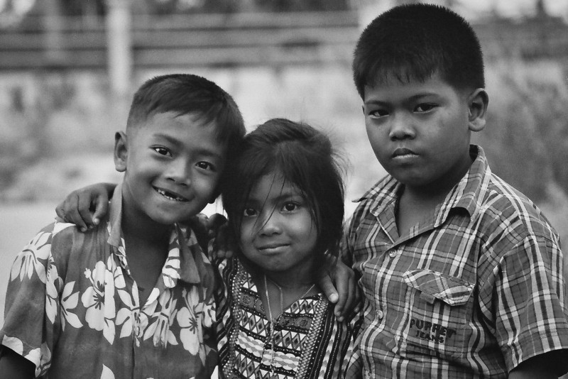2002 April three thai kids.jpg