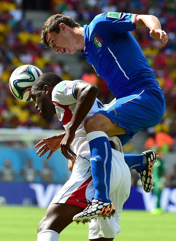 . Italy\'s defender Matteo Darmian (R) challenges Costa Rica\'s defender Junior Diaz during a Group D match between Italy and Costa Rica at the Pernambuco Arena in Recife during the 2014 FIFA World Cup on June 20, 2014.   RONALDO SCHEMIDT/AFP/Getty Images